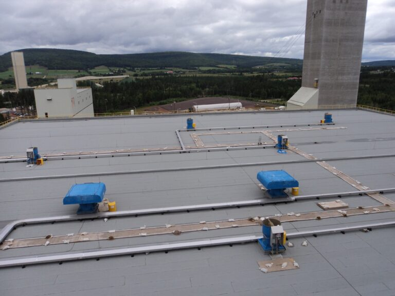 Lightning protection system on flat roof